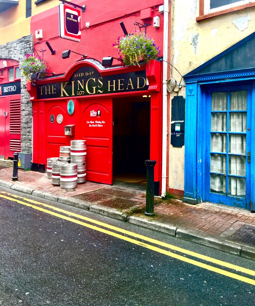 Downtown Fantasy: Galway, Ireland. 5 reasons why I'm obsessed with downtowns and things I look forward to seeing/doing.